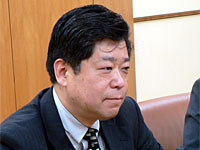 澤井氏は携帯電話とパソコンからの検索利用の違いを説明