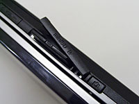 위쪽면(옆화면 표시시)에 miniSD 카드 슬롯을 탑재