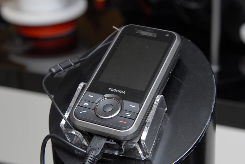 【CeBIT 2007】现场体验东芝G900超宽屏指纹识别手机 - corsair.ll - 只谈日本手机 国内首个日本手机专属频道
