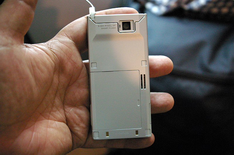 FOMA P704i(松下)「超薄独特平板滑盖式手机」 - collins. - 只谈日本手机 国内首个日本手机专属频道