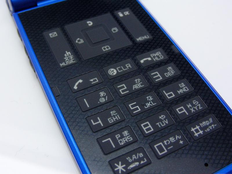 FOMA N704iμ(NEC)「超薄翻盖唯美女性手机」 - collins. - 只谈日本手机 国内首个日本手机专属频道