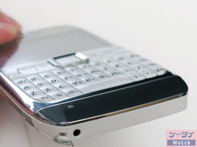 拡大画像: スリムボディにQWERTYキー搭載のスマートフォン「Nokia E71」(0013)