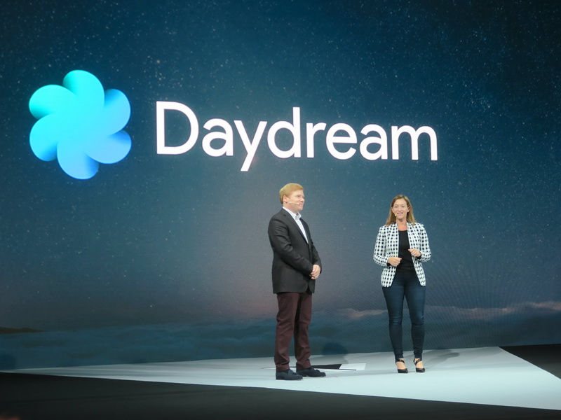GoogleからGlobal VR/AR Partnerships DirectorのAdrienne McCallister(右)が登壇し、Daydreamへの対応が説明された