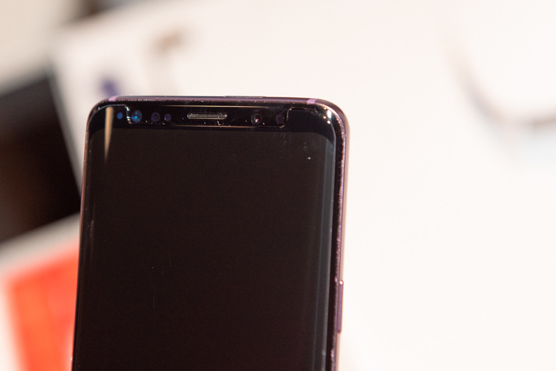 「DOME GLASS」を貼り付けた「Galaxy S9 SC-02K」
