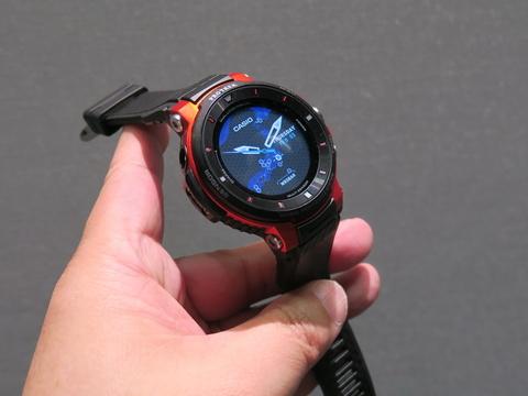 c9920781de カシオ計算機「PRO TREK Smart  WSD-F30」、約60.5×53.8×14.9mm、約83g、Red(写真)、Blue、Blackをラインナップ