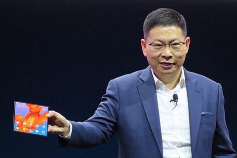 【Huawei】ファーウェイが折りたたみスマホ 約28万円